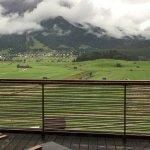 Dramatische Zugspitze und Blick vom Balkon