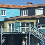 Des maisons en bois très colorées