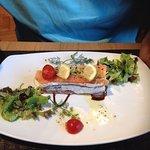 Mille feuille de saumon au restaurant
