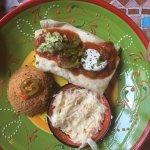 Tortilla mit Huhn; Obacht grosser Teller. Sättigende Portion. ;-)
