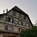 Une partie de la terrasse du restaurant(+façade latérale)