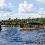Rälsbussen mellan två broar