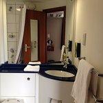 Sink & towels