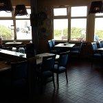 Pizzaria/Restaurant im Haus, mega Frühstücks-Etagere, Innenhof vom Hotel, dem Anbau mit weiteren
