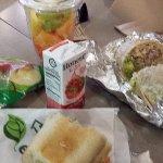 Burrito y frutas