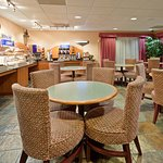 Photo of Holiday Inn Express Madera Yosemite Pk Area