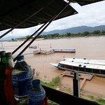 川沿いのレストランからの風景