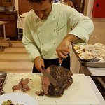 Chef Marco cooking show con filetto di manzo in crosta di sale