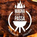La nostra specialità è la carne alla griglia di legna: grigliata mista, tagliata, costata, hambu