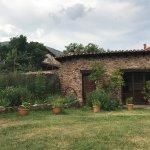 Casa, jardín y riquísimos desayunos  de La Casona del Pastor