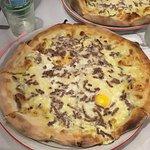 Pizza blanche (boeuf, crème fraiche, oeuf, fromage)