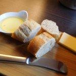 バターかマーガリンか不明だが、付け合わせはうまかった。