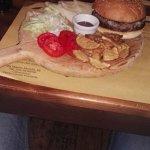 Hamburger di Chianina (220 gr) con patate rustiche