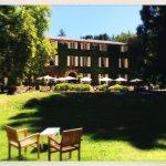 La facade du chateau et le jardin dans lequel nous prenions nos repas, très agréable !