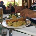 Schnitzel mit Petersilienkartoffen und Salat