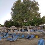 Der Hoteleigene Strandbereich mit dazugehöriger Taverne