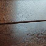 klebende Ränder auf dem Schreibtisch