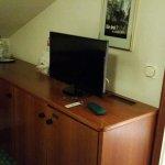 Fernseher, Schreibtisch, Kühlschrank