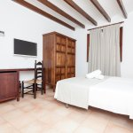Comfortable double room with twin beds