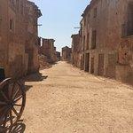 Entrada al pueblo viejo por el arco de la Villa