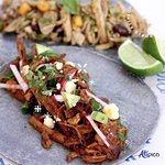 Taco Barbacoa Atípica. Taco cubano ( fondo)