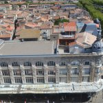 """Vue du bâtiment """"Aux Dames de France"""" depuis le Donjon"""
