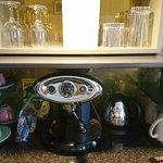 Kaffeebar im Zimmer. Konnte man kostenlos nutzen. Wurde jeden Tag neu aufgefüllt