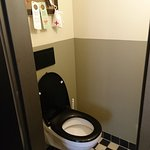 Separate Toilette. Klein aber fein ;o)