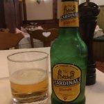 Cerveza lager suiza Cardinal