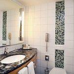 Hilton Vienna King Cathedral View Room Bathroom