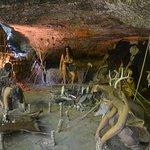Les hommes dans les grottes