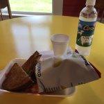 Avonleaホットサンド+ポテトチップ@MOO MOO GRILLED CHEESE
