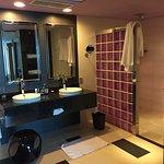 """Salle de bain du niveau supérieur de la suite """" Penthouse """""""