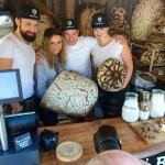 Begehrte Fotomodels: Die Brotzeit Mannschaft auf dem Brotmarkt/Viktualienmarkt