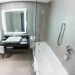 Amplo banheiro :)