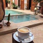 Cour intérieure-piscine-devant les suites