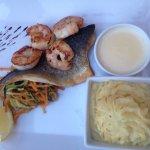 Tatami de thon -pennes au saumon -loup au gambas- fondant Au chocolat -soufflé glacé grand-marni