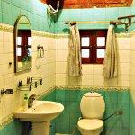 The Cottage En-suite Bathroom