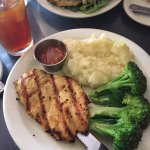 Grilled chicken, mashed potatoes & brocolli