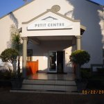 This centre comprises two or three medium, sized conference rooms plus private dining and bar.