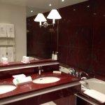 """Salle de bains attenante à la """"chambre double Supérieure"""""""
