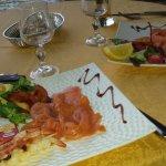entrée saumon, brochette de crevettes
