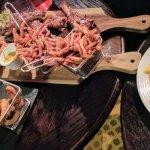tapas variées : mozarella stocks, ribs, poulet pané, nachos, garlic bread, ftrites, onion rings