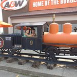 Foto A & W Restaurant and Drive Thru