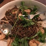 Makaron gryczany z chilli imbirem i krewetkami
