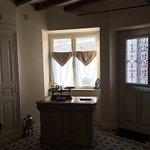 Notre chambre,le petit déjeuner et l'ancienne boulangerie