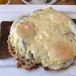 Uitsmijter- Cheesy 3 eggs on toast