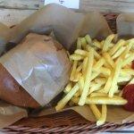 Chefburger mit Fritten