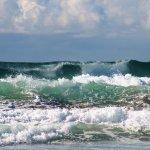 Surf on Main Beach
