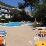 Photo de Apartamentos Cala Llonga Playa